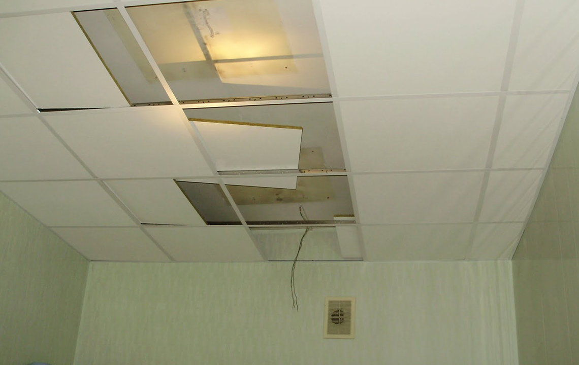 Демонтаж потолка Армстронг